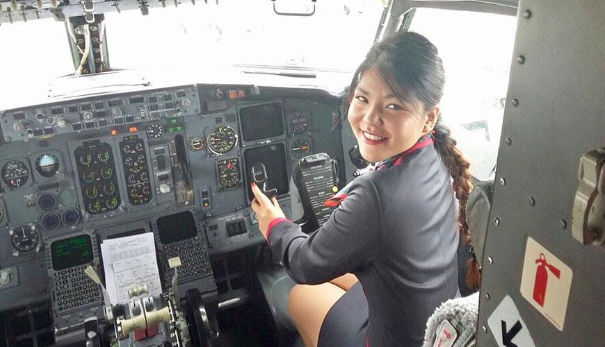 azafata de vuelo shara